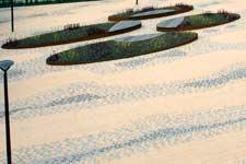 Oostvoorne - cor-ten stalen zitelementen en plantenbakken.